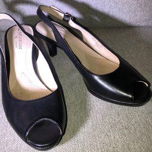 Naturalizer sling back low heel